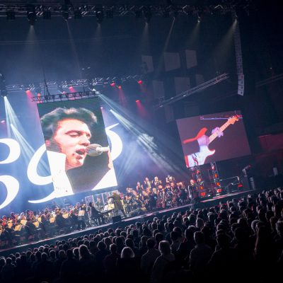 Stagelight - elvis_presley_live_on_screen_concert_06